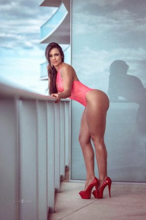 Ginia escort girl in Danville Virginia
