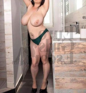 Marie-domitille escort girl in Forest City NC