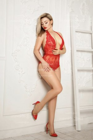 Anne-sandrine escort girl